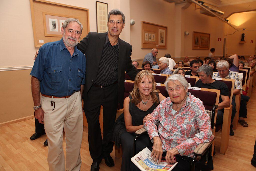 Fotografia de la sala d'actes amb Pepe Beunza, Xavier Filella, Susana i Liesel Vidal